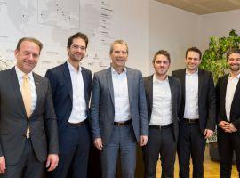 Finanzminister Löger und Andreas Herz mit den EOSS Partnern